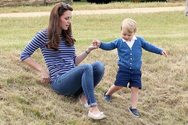 kate-middleton-prince george crocs