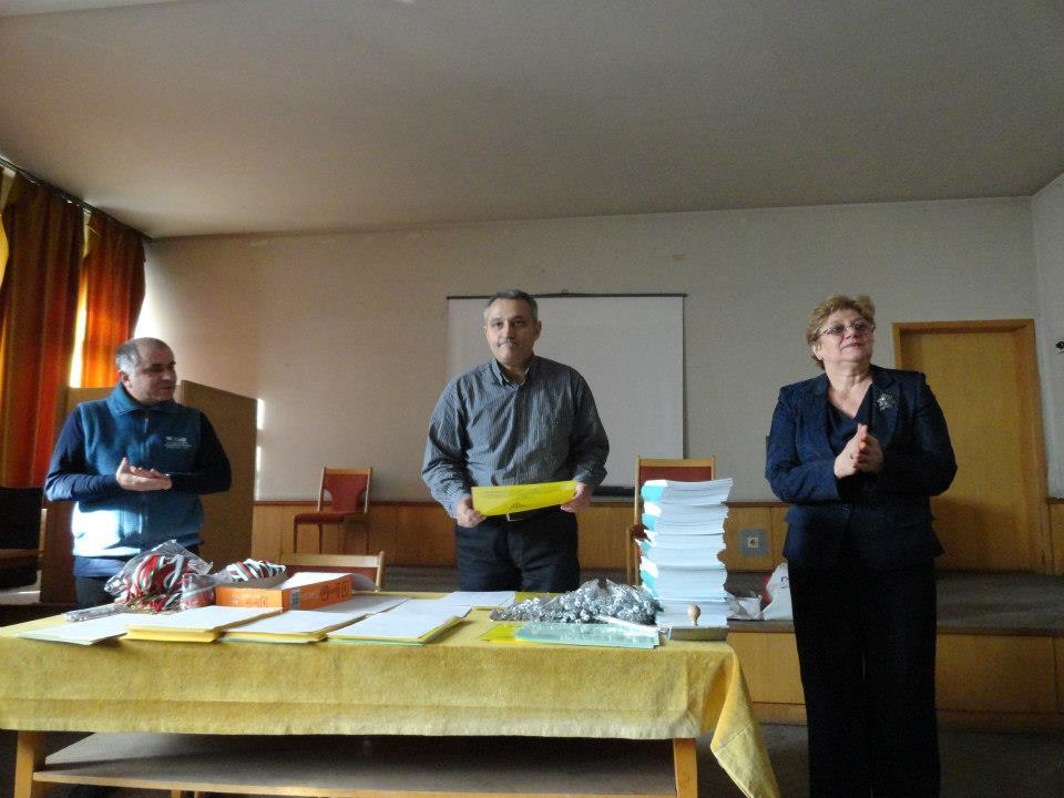Доц. д-р Емил Колев (в средата)