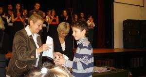 Награждаване на Николай Благоев на Софийския математически турнир в предишни години.