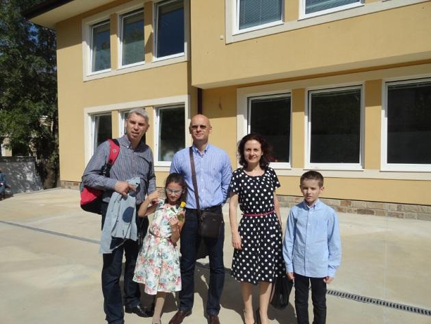 Нашето семейство: Милен, Ирина, Евгений, Биляна, Вики