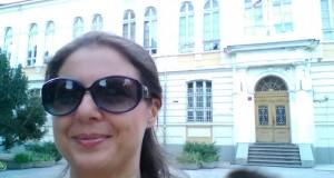 Пред Английската гимназия в Русе (септ. 2015)