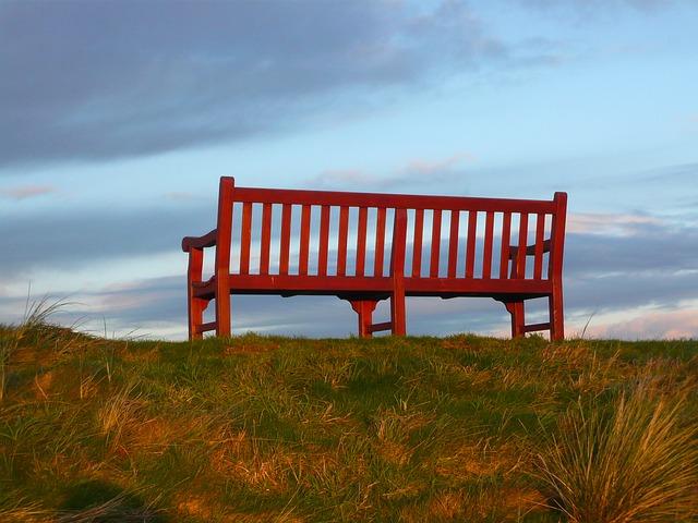 bench-185234_640