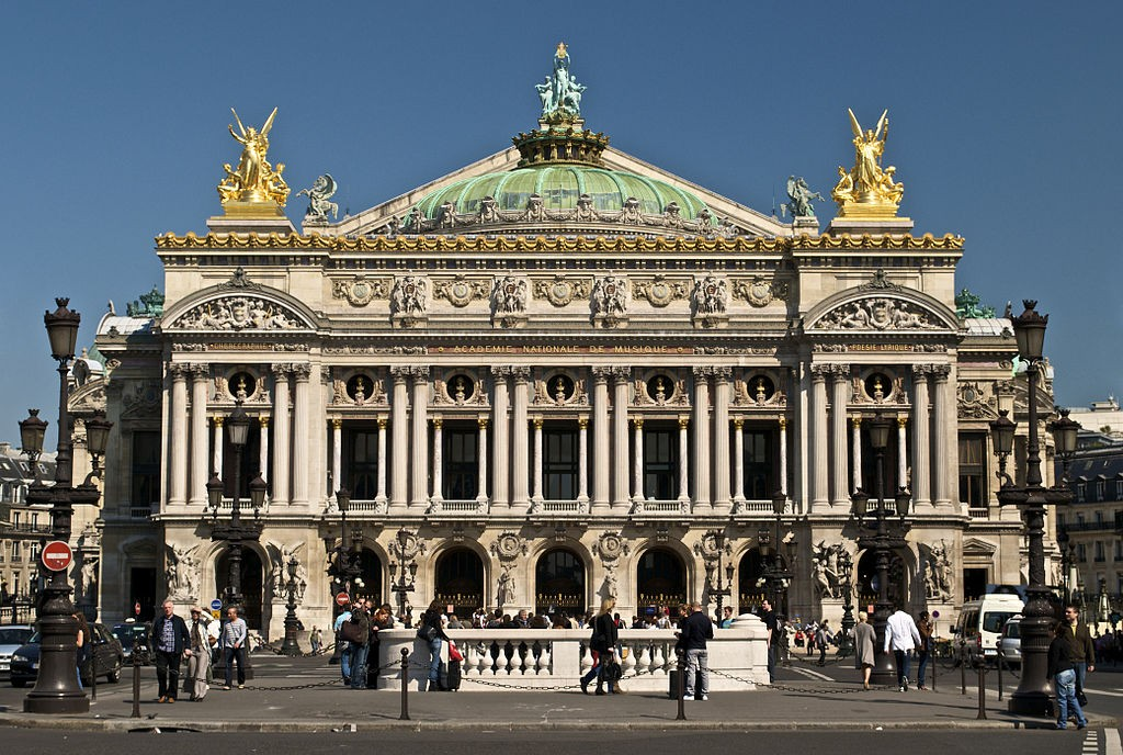 1024px-Paris_Opera_full_frontal_architecture,_May_2009