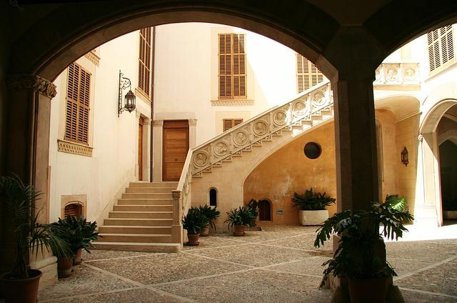 courtyard-595831_640