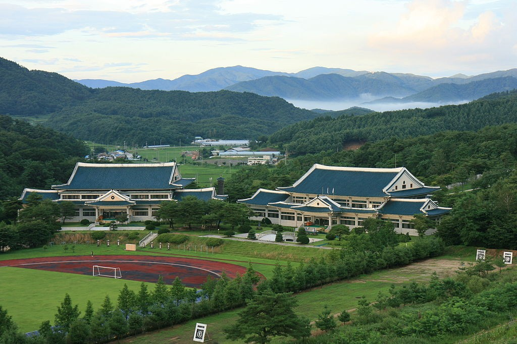 Korean Minjok Leadership Academy By Snowfalcon cu (Own work (own site, http://glps2.org)) [CC BY-SA 3.0 (http://creativecommons.org/licenses/by-sa/3.0)], via Wikimedia Commons