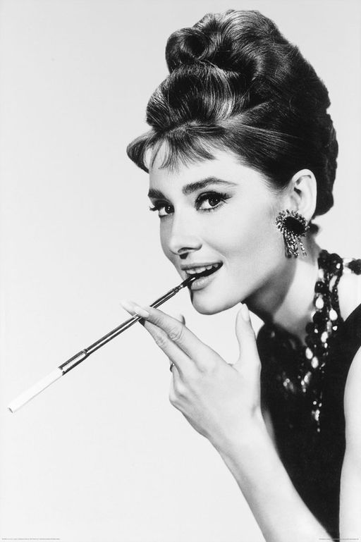 Audrey_Hepburn_smokes (1)