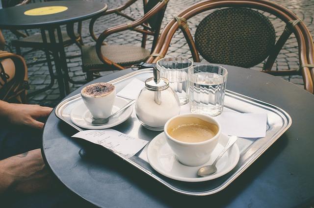 coffee-shop-1154289_640
