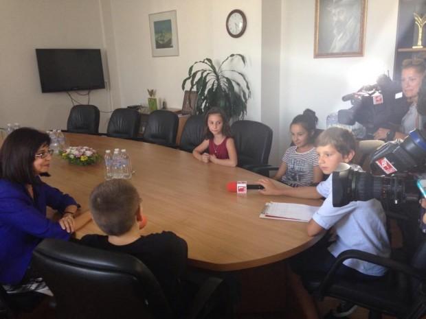 irina-atanasova-malki-reporteri-meglena-kuneva