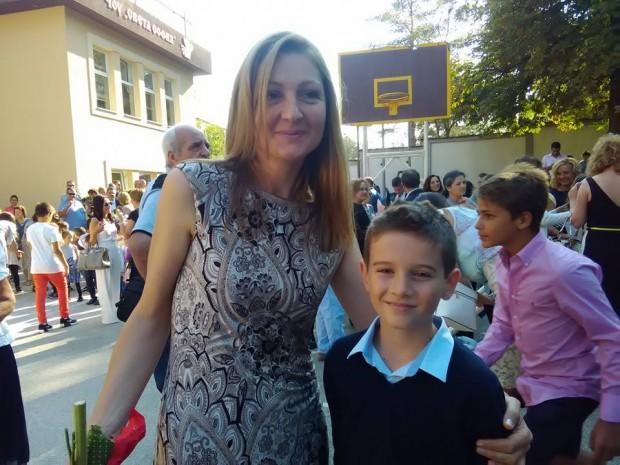 """Вики и неговият класен ръководител - г-жа Белухова  3 """"Г"""" клас - 15.9.2016 г."""