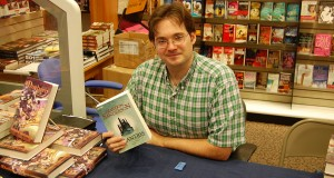 1024px-brandon_sanderson_with_a_german_copy_of_elantris