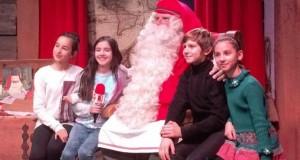 Малките репортери на БНТ с Дядо Коледа Ирина Атанасова е момиченцето със зелената рокля източник: БНТ