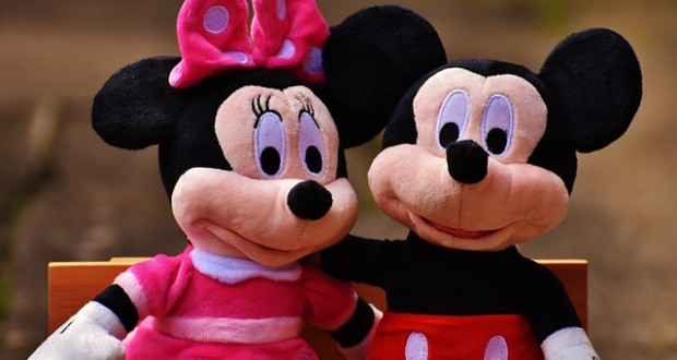 mickey-mouse-1776700_640