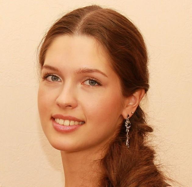 """Елизавета Голованова - """"Мис Русия 2012"""" Често е определяна като най-красивата рускиня на 21 век. Родена на 2 април 1993 година в семейство на лекари. Завършва училище със златен медал. Също така завършва музикално училище - пиано. Учи право като висше образование и го завършва с отличие.  В конкурса """"Мис Вселена 2012"""" е в топ 10 на най-красивите участнички."""