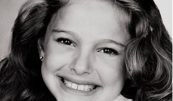 Известната актриса Натали Портман като дете Родена е на 9 юни 1981 г. в Йерусалим, Израел. Баща й е израелски лекар, а майка й е американка от еврейски произход.  От малка се занимава с танци и балет. Владее няколко езика. Винаги е поставяла образованието си на първо място. Завършва Харвард.   IQ - 140