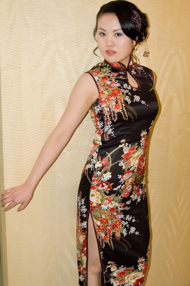 Chinese_woman_in_Qipao