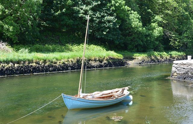 sailing-boat-1474055_640