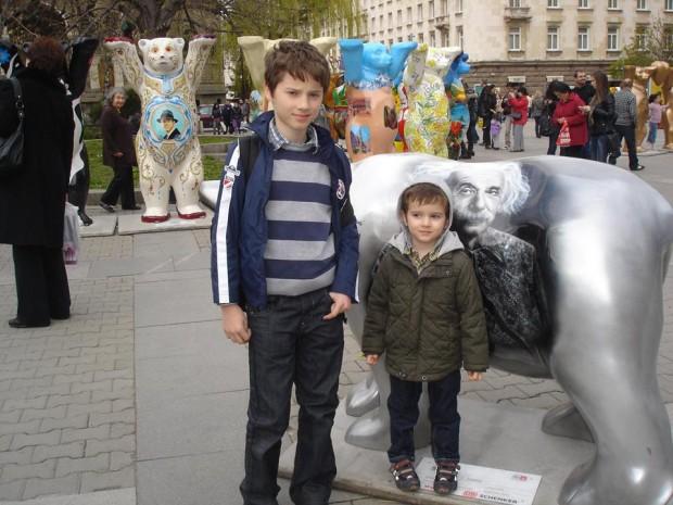 Ники, Вики и Айнщайн през 2011 г.