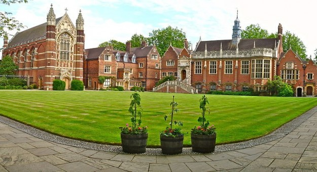 Кеймбридж - Selwyn College  източник: Уикипедия