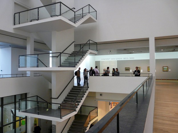 1024px-WLANL_-_jankie_-_Trappenhuis_Van_Gogh_Museum_vanaf_de_1e_verdieping