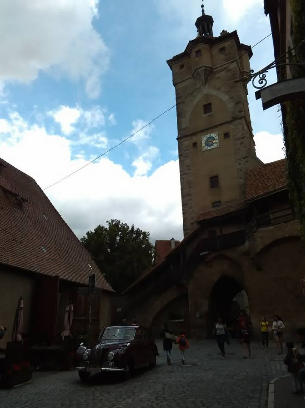 Rothenburg ob der Tauber 51 chervena retro kola 2