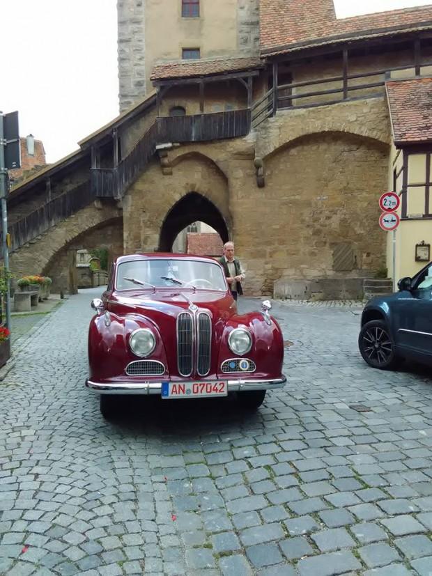 Rothenburg ob der Tauber 51 chervena retro kola 3