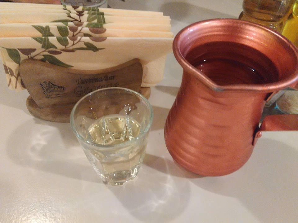 Бялото вино на таверната