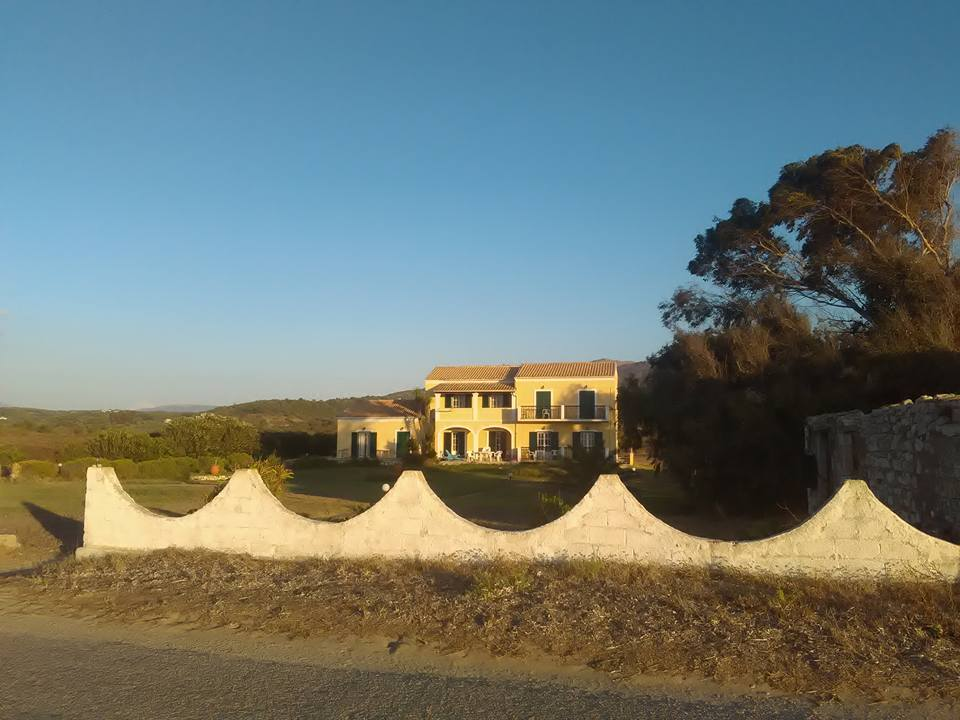 Прекрасната ни къщичка на Корфу