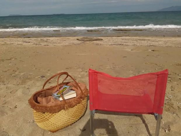 Сама на плажа пред къщичката ни на остров Корфу