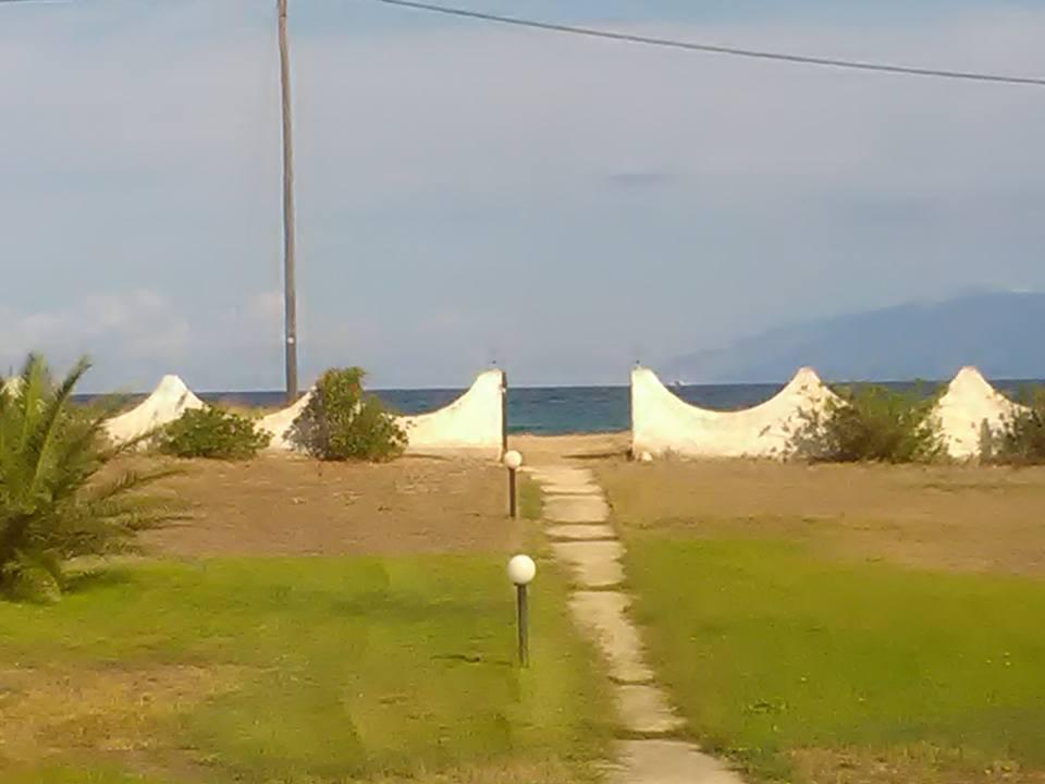 От двора директно се излизаше на плажа