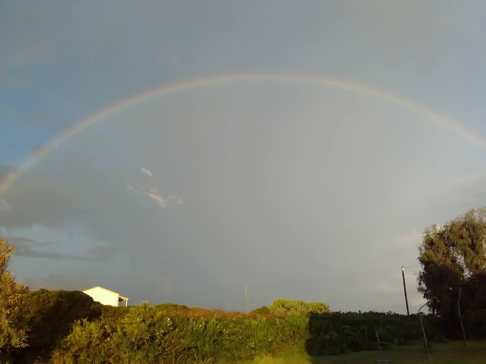 Дъга над Корфу Точно си тръгвахме, т.е. вече напускахме къщичката, и се появи страхотна дъга над морето.