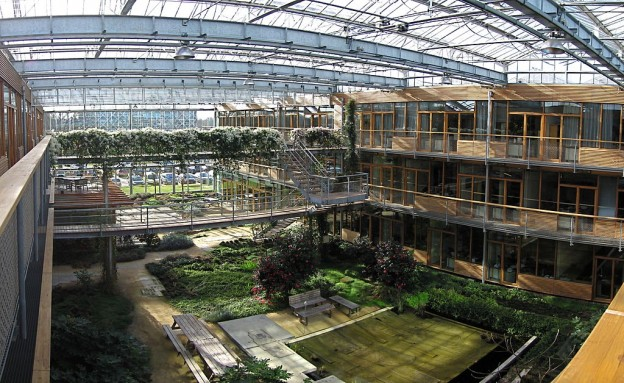 1024px-Lumen_Building_Greenhouse