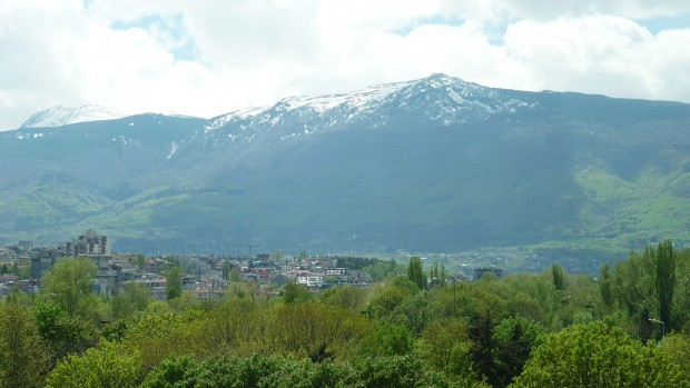 Vitosha_seen_from_the_center_of_Sofia