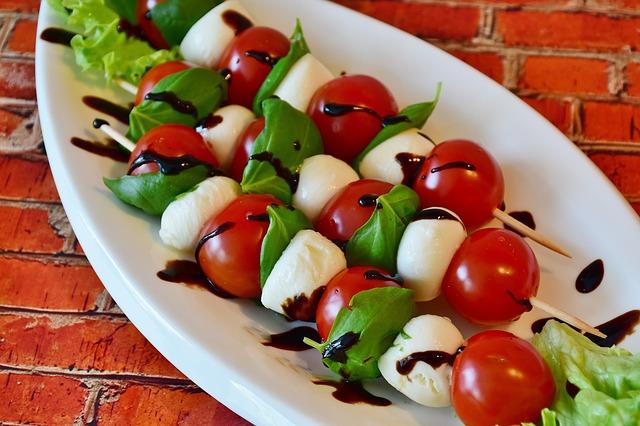 tomato-mozzarella-2367016_640