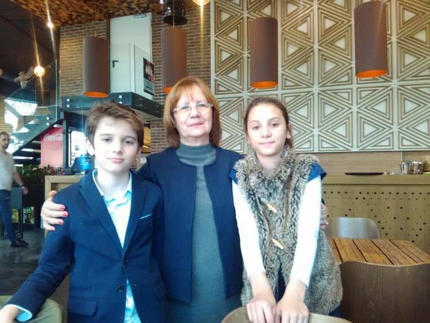 Вики, баба и Инето