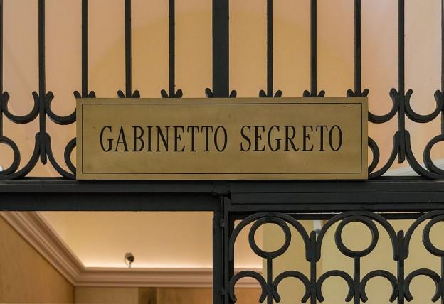 MANNapoli_Secret_Cabinet_entrance_Italy