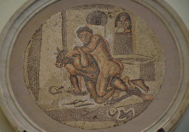 Mosaic_from_Pompeii_depicting_Theseus_fighting_the_Minotaur,_Naples_National_Archaeological_Museum_(15156313689)