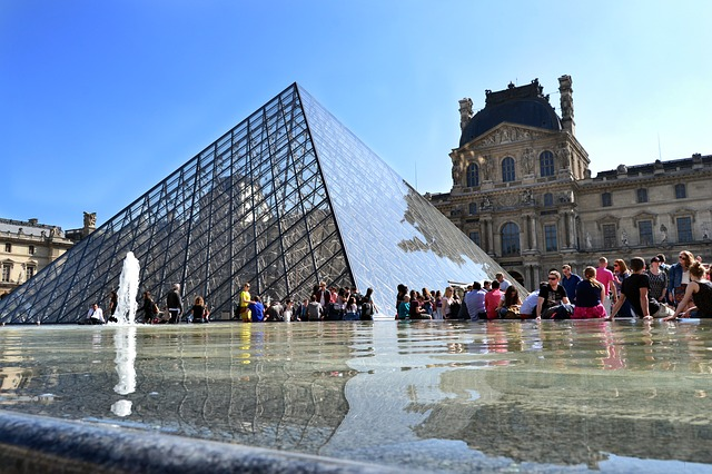 louvre-museum-738112_640