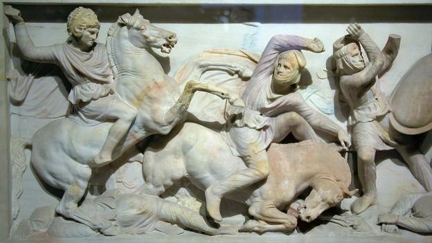 Сидонският саркофаг, на който е показан Александър Македонски по време на битката при Иса By Ronald Slabke (Own work) [CC BY-SA 3.0 (https://creativecommons.org/licenses/by-sa/3.0)], via Wikimedia Commons