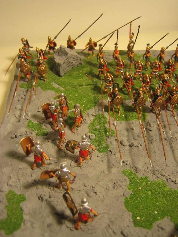 Римляните атакуват пролуките в македонската фаланга (възстановка) източник: Уикипедия