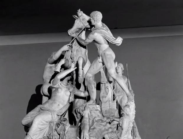 """Фарнезкият бик кадър от филма """"Пътуване в Италия"""", 1954"""