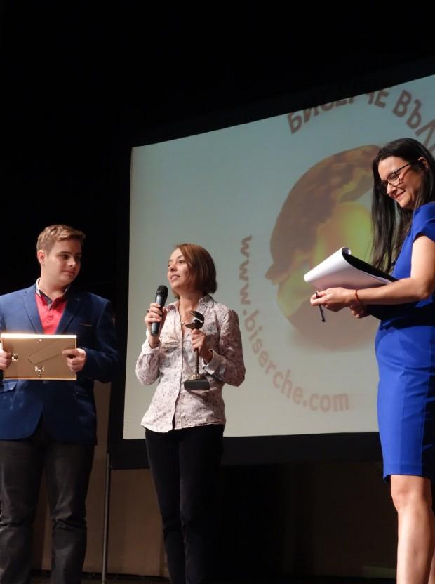 """С две статуетки си тръгна екипът на издателство """"Фют"""" от церемонията по награждаването на победителите в шестото издание на """"Бисерче вълшебно"""""""