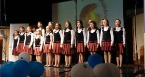 """Специални гости на церемонията в неделя вечер бяха малките певци от детски хор """"Пим-пам"""" с диригент Ирена Христова."""