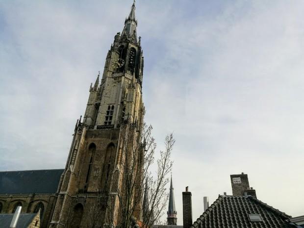 Кулата на Новата църква в Делфт, видяна от третия етаж на Вермеер сентрум Делфт