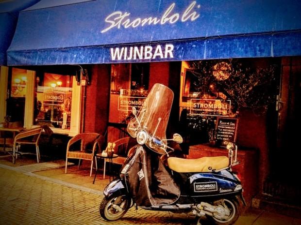 Пред ресторант Stromboli в Делфт