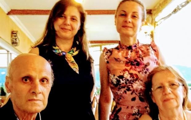 Тати, мама, сестра ми Биляна и аз (в синята рокля)