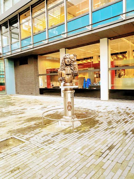 TU Delft statua math 1
