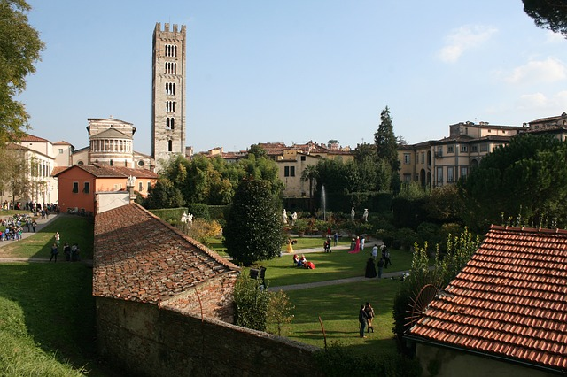 lucca-527661_640