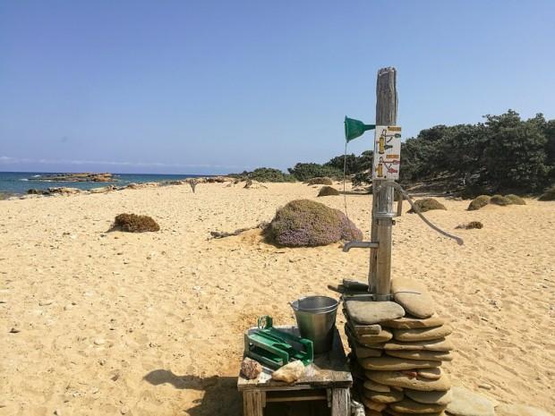 Кладенец на плажа Лавракас