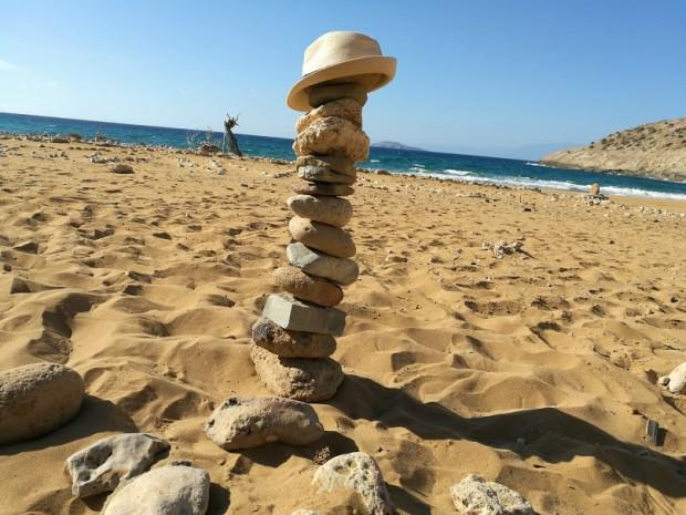 Куличката от камъни, която направи съпругът ми Евгений на плажа Потамос