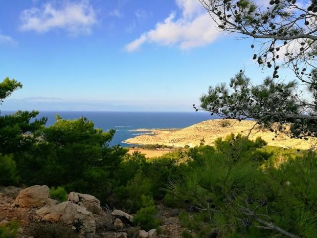 Гледка към един от най-красивите плажове на остров Гавдос - Потамос